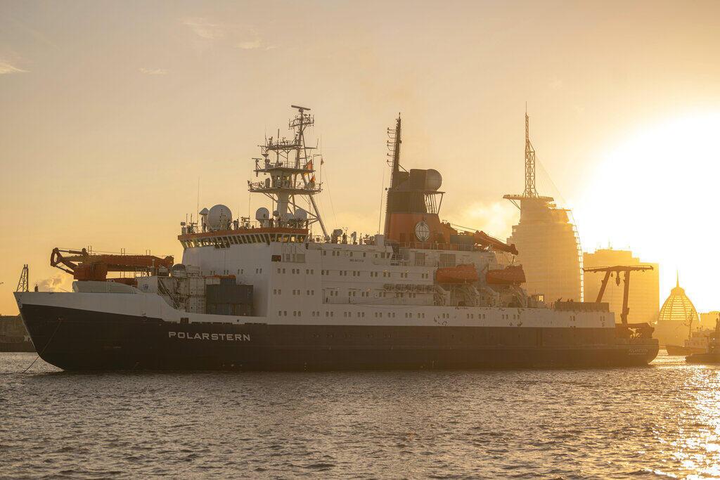 A l'issue de 389 jours en mer, le brise-glace Polarstern de l'institut allemand Alfred-Wegener a retrouvé son port d'attache de Bremerhaven, dans le nord-ouest de l'Allemagne, le 12 octobre 2020.