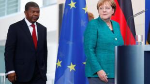 La chancelière allemande Angela Merkel et le président angolais João Lourenço, lors d'une conférence de presse à Berlin, le 22 août 2018.