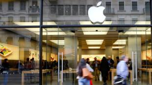 Les accusations de tromperie et d'obsolescence programmée vont-elles entamer le capital sympathie dont Apple bénéficie auprès des consommateurs?
