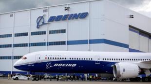 Boeing prévoit d'augmenter les cadences de production du long courrier 787 «Dreamliner» (photo) et du monocouloir 737 pour répondre à la croissance du trafic aérien mondial.
