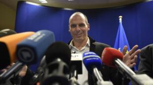 El ministro griego de Finanzas, Yanis Varoufakis, en rueda de prensa tras la tercera reunión del Eurogrupo en diez días, Bruselas este 20 de febrero de 2015.