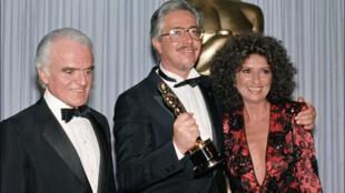 Luis Puenzo y la actriz Norma Aleandro tras recibir el Oscar a la Mejor Película extranjera, el 24 de marzo de 1986.