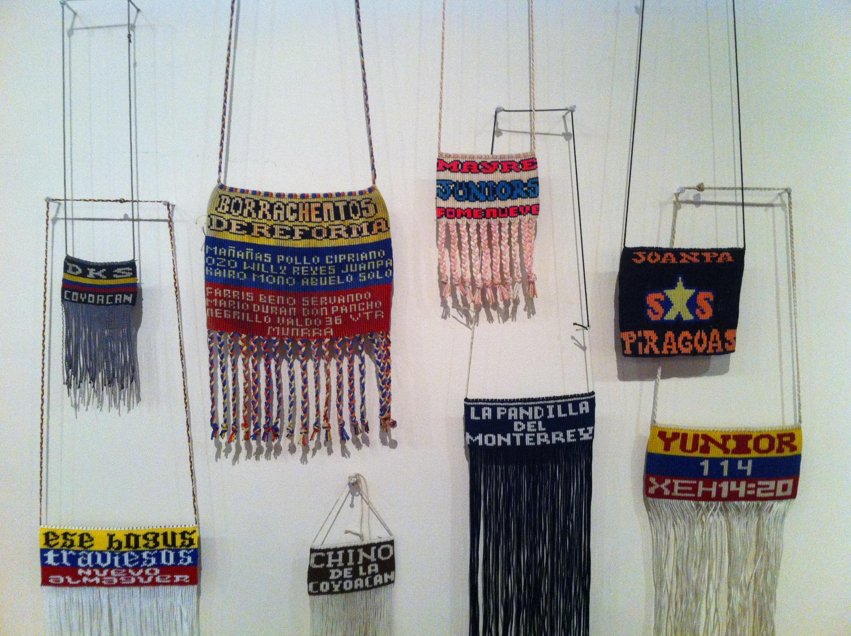 Scapulaires (colliers tissés à pendentifs), techniques mixtes, XXIe siècle. Mexique.