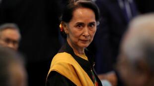 Бывшего колумниста признали виновным в «мятеже» за «написание противозаконных постов в Facebook, направленных против государственного советника Аун Сан Су Чжи