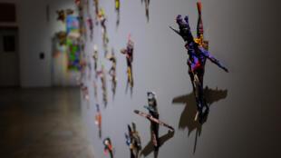 Photo prise dans l'exposition « Rester vivant » de Michel Houellebecq, au Palais de Tokyo, Paris.