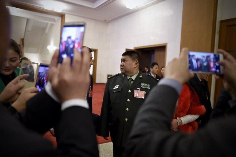 Ông Mao Tân Vũ (G) trong một phiên họp Quốc Hội Trung Quốc năm 2017.