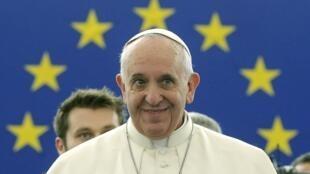 Papa Francisco pronuncia discurso no Parlamento Europeu.