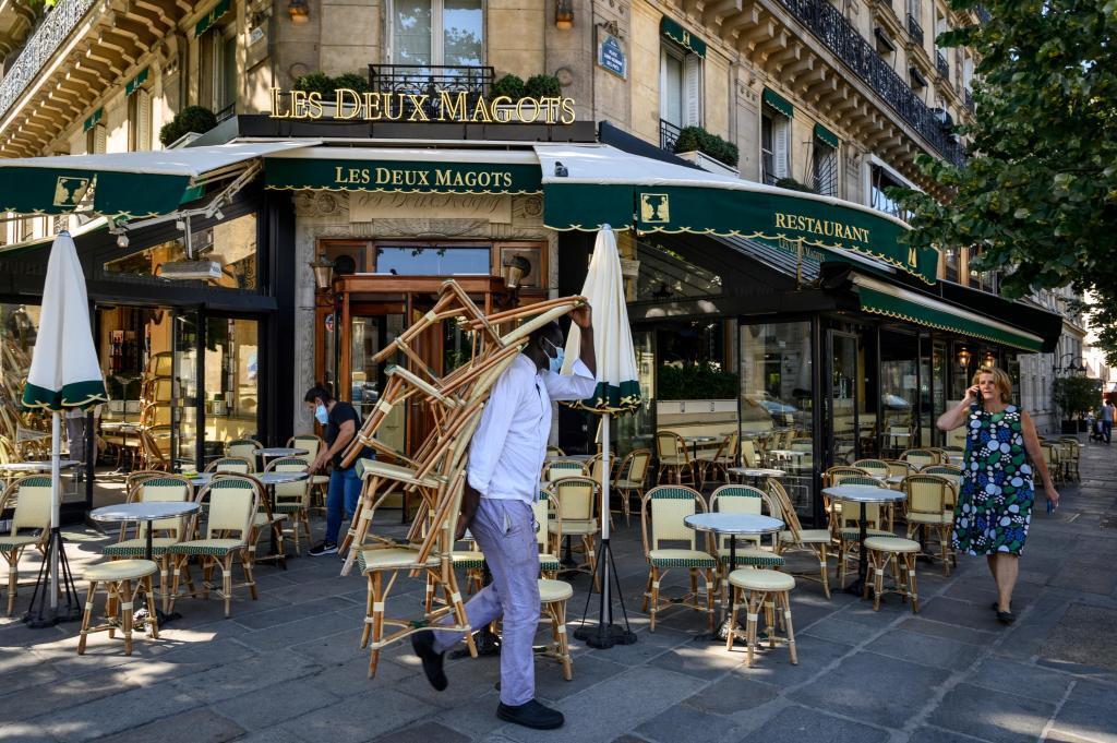 Avant la fin du mois de mai, les terrasses des bars et restaurant devraient pouvoir rouvrir en France (Photo d'illustration).