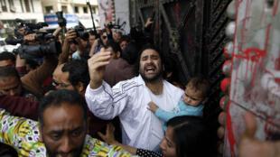 Alaa Abdel Fattah, militant de la gauche égyptienne (ici au tribunal en mars 2013), a été condamné à 15 ans de prison ce mercredi 11 juin.