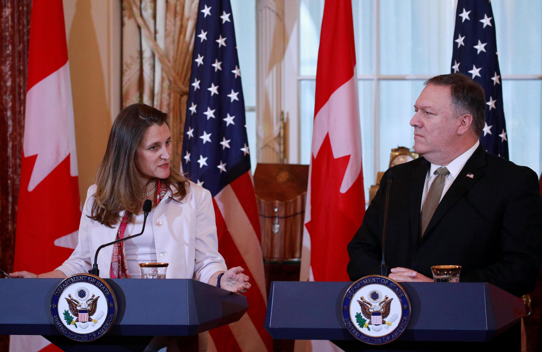 Ngoại trưởng Canada bà Chrystia Freeland và đồng nhiệm Mỹ, Mike Pompeo họp báo tại Washington hôm 14/12/2018 về vụ Hoa Vi.