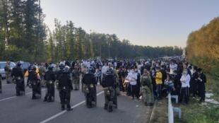 Estrangeiros que não conseguem entrar na Ucrânia, depois que Kiev proíbiu entradas devido à epidemia do coronavírus