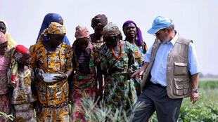 Babban Daratan hukumar FAO, Graziano Da Silva, a lokacin da ya kai ziyara zuwa garin Maiduguri, da ke Arewa maso Gabashin Najeriya.