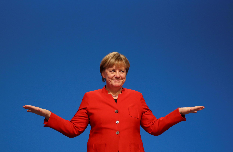 Exercício de equilibrista: se por um lado Merkel celebra os baixos índices de desemprego, parte da população alemã sofre com a precariedade.