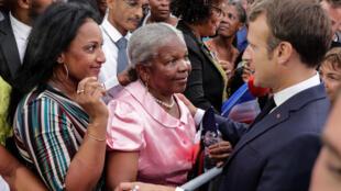 Le bain de foule d'Emmanuel Macron à Goyave en Guadeloupe, le 28 septembre 2018.