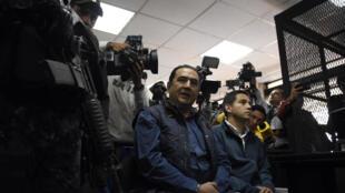 Samuel y José Manuel Morales tras su detención, este 18 de enero de 2017 en Ciudad de Guatemala.