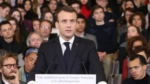Presidente Emmanuel Macron quando apresentava na Academia Francesa  o novo plano de difusão da língua francesa no mundo.Paris  20.03.2018