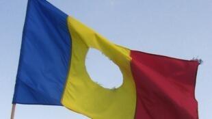 Le drapeau troué de la révolution roumaine