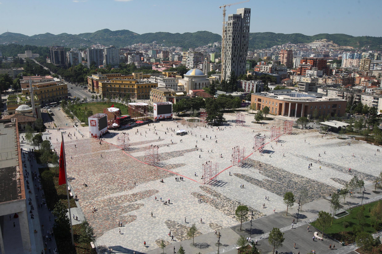 Une vue de la place Skanderbeg à Tirana, la capitale albanaise.