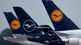 Unos aviones de la compañía Lufthansa, aparcados el 25 de junio de 2020 en el aeropuerto Franz Josef Strauss de Múnich, en Alemania