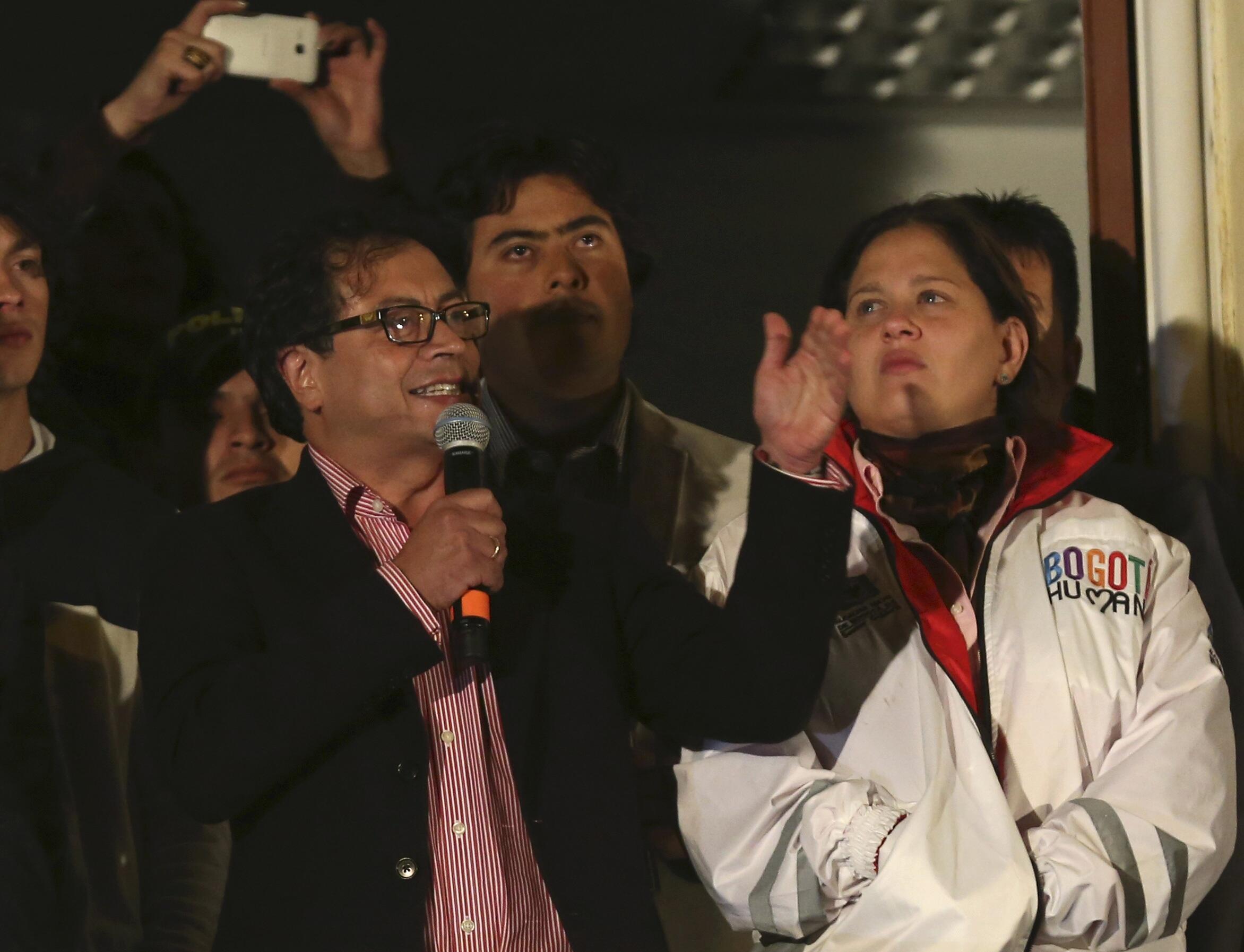 Le maire destitué de Bogota, Gustavo Petro a pris la parole lundi soir, 13 janvier, lors d'une manifestation de soutien.
