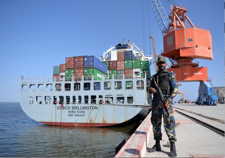 بندر گوادر در فاصله ۷۲ کیلومتری از بندر ایرانی رقیب خود، چابهار قرار دارد. چین، برای توسعه اقتصادی این بندر در همکاری دوجانبه با دولت پاکستان، سرمایهگذاری کرده است.