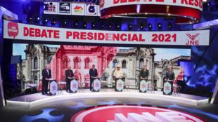 Candidatos presidenciales peruanos durante un debate en Lima, el 30 de marzo de 2021