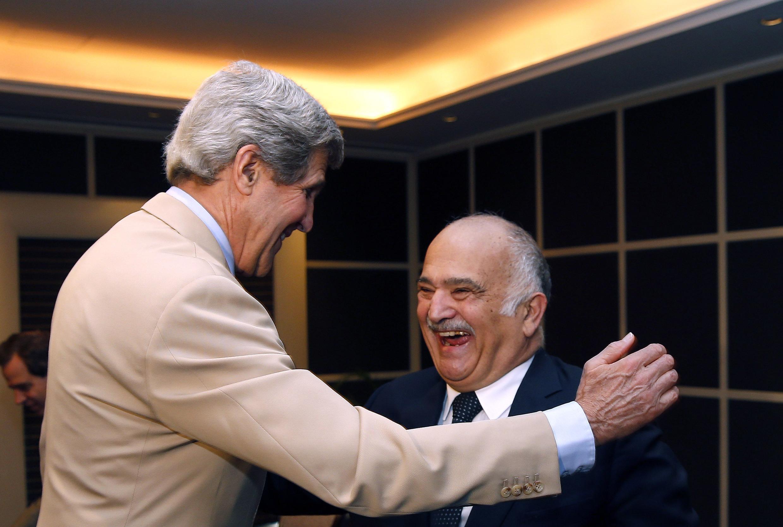 Ngoại trưởng Mỹ John Kerry (trái) và ông hoàng Hassan Bin Talal của Jordani tại Amman ngày 27/05/2013.