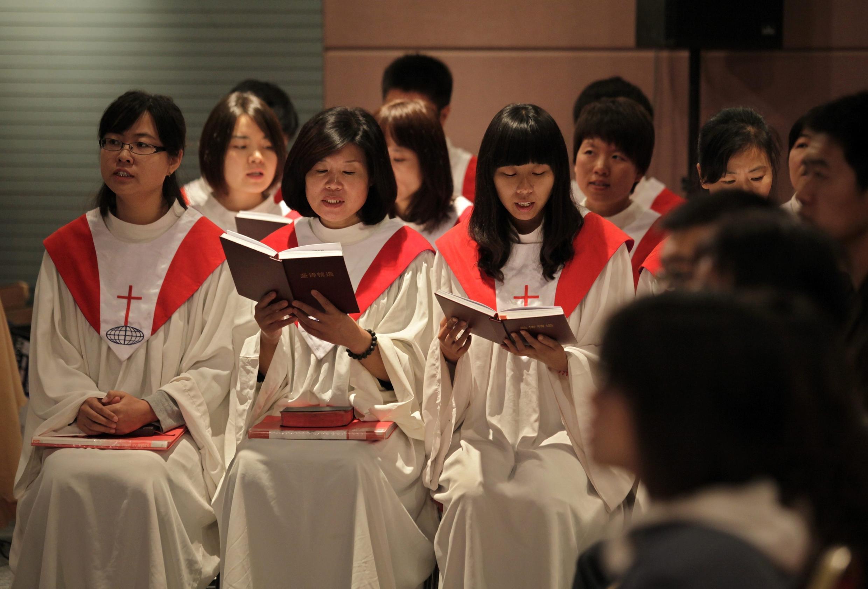Thánh lễ chúa nhật tại nhà thờ ở Hải Điến, Bắc Kinh, Trung Quốc, ngày 03/10/2010