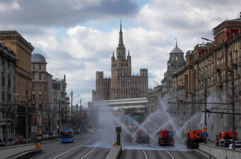По-прежнему больше всего заражений фиксируется в Москве: за 24 часа там были поставлены 2957 положительных диагнозов на коронавирусную инфекцию