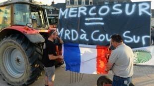 法國農業聯盟抗議歐盟南美自貿協議,2019年7月2日。