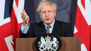 El primer ministro británico, Boris Johnson, celebra una conferencia de prensa remota para actualizar a la nación sobre el acuerdo comercial posterior al Brexit, desde el número 10 de Downing Street, en el centro de Londres, el 24 de diciembre de 2020.