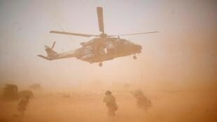 Máy bay trực thăng quân sự NH 90 Caiman trong Chiến dịch Barkhane, ở Inaloglog, Mali, ngày 17/10/2017.