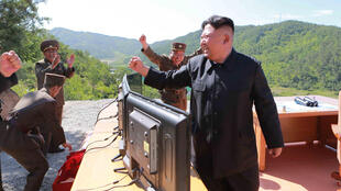 Shugaban Koriya ta arewa Kim Jong-un na murnar gwajin makami mai cin dogon zango