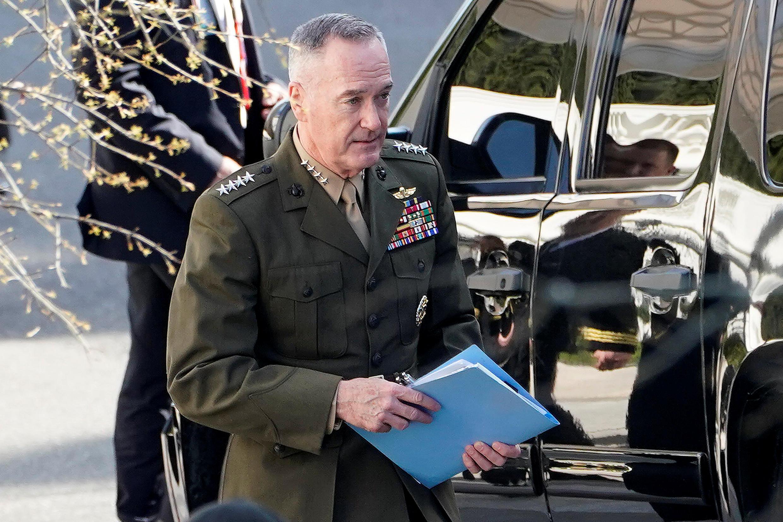 美軍參謀長聯席會議主席約瑟夫·鄧福德,4月12日在白宮參加敘利亞局勢會議後離開白宮。