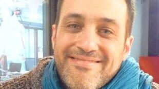 El pianista y compositor franco-argentino Gabriel Sivak en los estudios de RFI en París.