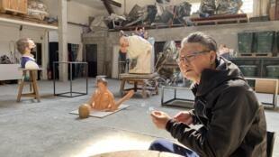 艺术家王度和他的雕塑作品