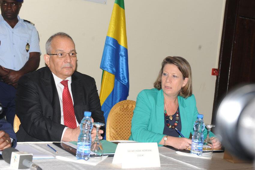 Allam-Mi Ahmad, secrétaire général de la Communauté économique des Etats d'Afrique centrale et Madame l'Ambassadeur Cristina Martins Barreira, chef la Délégation de l'Union en République Gabonaise.