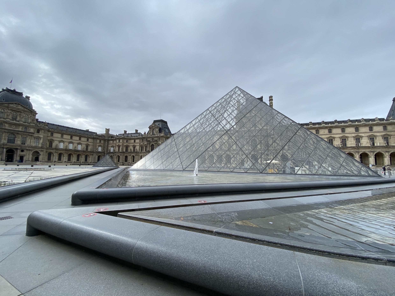 Pirâmide do Museu do Louvre.