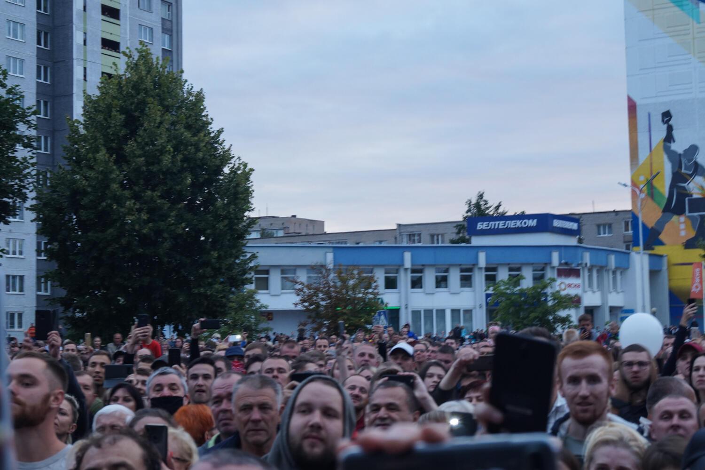 Жители Жодино на встрече с мэром вечером 13 августа 2020.
