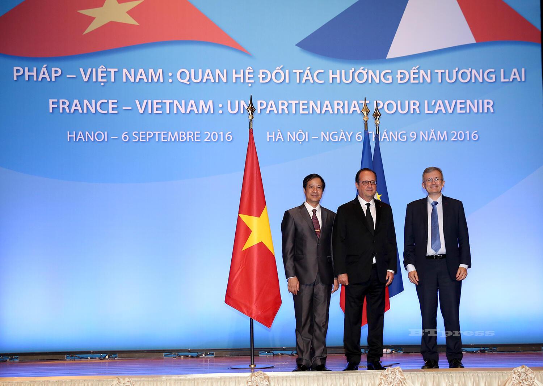 Tổng thống Pháp François Hollande (G) tại hội thảo Pháp-Việt Nam: Quan hệ đối tác hướng đến tương lai, ngày 06/09/2016 tại Hà Nội.