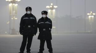 北京天安門廣場的警察,中國2015年12月1日