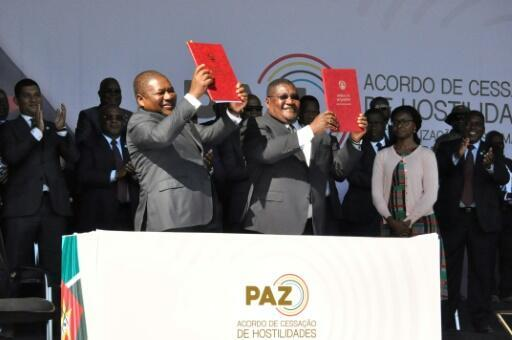 On August 1, President Filipe Nyusi, left, and Renamo leader Ossufo Momade signed a precursor pact to end military hostilities