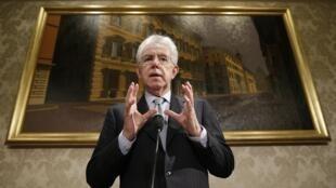 L'ancien président du Conseil italien Mario Monti a annoncé qu'il mènerait le centre aux législatives, ce vendredi 28 décembre 2012.