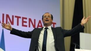 François Hollande comemora os resultados do primeiro turno das presidenciais francesas.