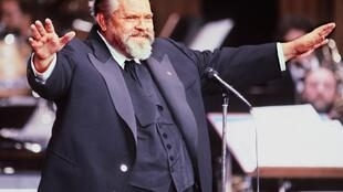 Orson Welles opens the French film industry's Caesar Awards ceremony in Paris in February 1982