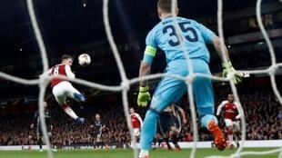 Aaron Ramsey d'Arsenal marque son troisième but dans le quart de finale de l'Europa League contre le CSKA Moscou.