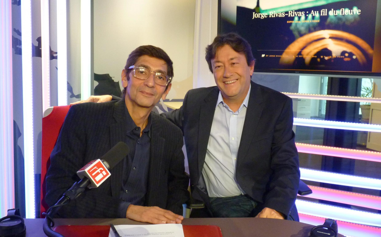 Jorge Rivas Rivas con Jordi Batallé en los estudios de RFI