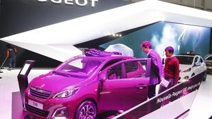 Stand Peugeot, présentation du modèle 108 au Salon de Genève, le 3 mars 2014.