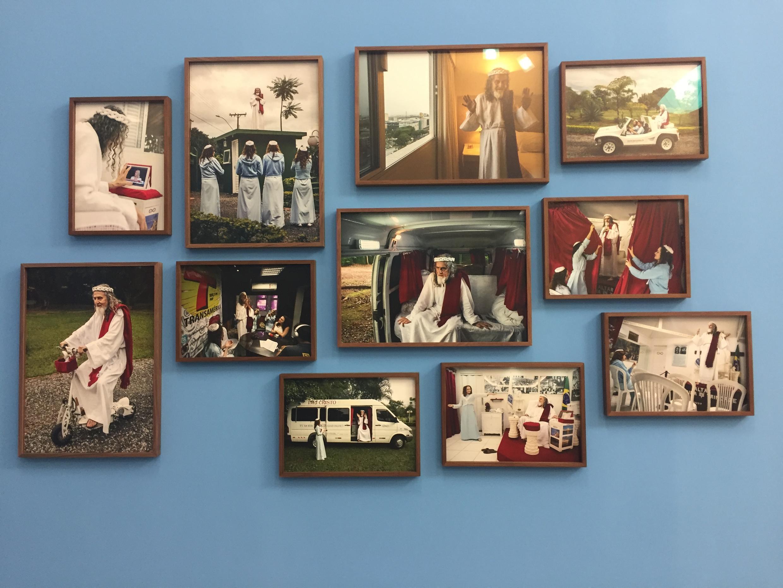 """Fotos da exposição """"O Velho Testamento"""", de Jonas Bendiksen, em Arles."""