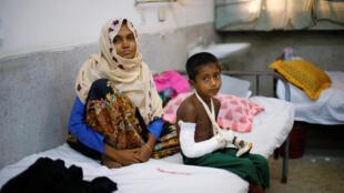 Người tị nạn Rohingya được điều trị ở bệnh viện Sadar Cox's Bazar, Bangladesh, ngày 13/09/2017.